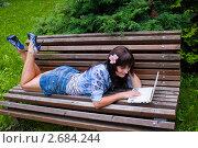 Купить «Девушка лежащая на скамейке в парке», фото № 2684244, снято 8 июля 2011 г. (c) Ольга Аристова / Фотобанк Лори