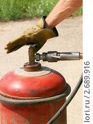 Купить «Заправка газом (пропаном) 50-литрового баллона», эксклюзивное фото № 2689916, снято 30 июля 2011 г. (c) Щеголева Ольга / Фотобанк Лори