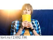 Купить «Студент с тетрадкой», фото № 2692196, снято 4 апреля 2020 г. (c) Александр Макаров / Фотобанк Лори