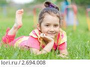 Купить «Девочка лежит на траве в парке», фото № 2694008, снято 27 мая 2018 г. (c) Шупейко Алексей / Фотобанк Лори