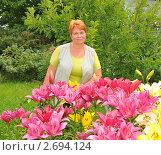 Купить «Женщина с цветущими лилиями», эксклюзивное фото № 2694124, снято 9 июля 2011 г. (c) Юрий Морозов / Фотобанк Лори