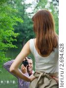 Купить «Молодой парень фотографирует девушку», фото № 2694628, снято 7 июля 2011 г. (c) BestPhotoStudio / Фотобанк Лори