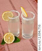 Купить «Стаканы с лимонадом и лимон», фото № 2694716, снято 29 июля 2011 г. (c) Анастасия Мелешкина / Фотобанк Лори