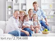 Купить «Улыбающаяся семья», фото № 2704688, снято 4 июня 2011 г. (c) Raev Denis / Фотобанк Лори