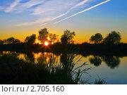Купить «Закат солнца на озере», фото № 2705160, снято 25 сентября 2010 г. (c) ElenArt / Фотобанк Лори