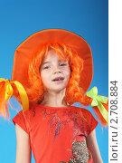Девочка в ярком парике и шляпе. Стоковое фото, фотограф lanych / Фотобанк Лори