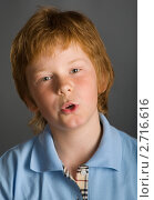 Рыжеволосый мальчик что-то напевает или говорит. Стоковое фото, фотограф Ольга Шевченко / Фотобанк Лори