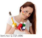 Купить «Молодая женщина с красками и кистью на белом фоне. Дизайнер интерьера.», фото № 2721096, снято 17 мая 2011 г. (c) Мельников Дмитрий / Фотобанк Лори