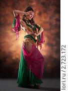 Купить «Девушка танцует восточный танец», фото № 2723172, снято 19 февраля 2019 г. (c) Маргарита Бородина / Фотобанк Лори