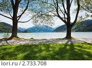 Купить «Альпийское озеро ( город Целль-ам-Зе, Австрия)», фото № 2733708, снято 5 июня 2011 г. (c) Юрий Брыкайло / Фотобанк Лори