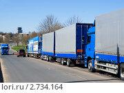 Купить «Грузовики на российско-эстонской границе», эксклюзивное фото № 2734164, снято 8 мая 2011 г. (c) Александр Щепин / Фотобанк Лори