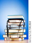 Купить «Стопка книг и фонендоскоп на градиентном фоне», фото № 2738864, снято 10 августа 2010 г. (c) Elnur / Фотобанк Лори