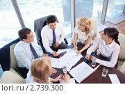Купить «Бизнесмены в офисе», фото № 2739300, снято 1 июня 2011 г. (c) Raev Denis / Фотобанк Лори