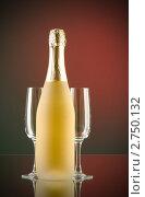 Шампанское с бокалами. Стоковое фото, фотограф Elnur / Фотобанк Лори
