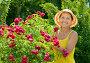 Купить «Женщина среди цветов на даче», фото № 2750356, снято 3 июля 2011 г. (c) Яков Филимонов / Фотобанк Лори