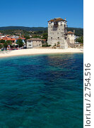 Византийская башня Фосфори и пляж, Уранополис, гора Афон, Греция (2009 год). Стоковое фото, фотограф Ростислав Агеев / Фотобанк Лори