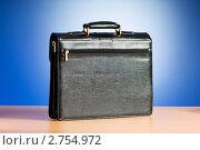 Купить «Черный кожаный портфель, вид сзади», фото № 2754972, снято 19 июня 2019 г. (c) Elnur / Фотобанк Лори