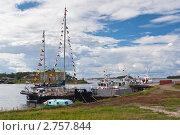 Купить «Корабли на пристани в гавани Благополочия. Соловки.», эксклюзивное фото № 2757844, снято 19 августа 2007 г. (c) Родион Власов / Фотобанк Лори
