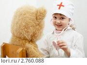 Купить «Маленькая девочка играет в доктора», фото № 2760088, снято 9 февраля 2008 г. (c) Величко Микола / Фотобанк Лори