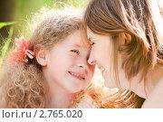 Купить «Мама с дочерью играют на природе», фото № 2765020, снято 5 июня 2011 г. (c) Константин Ёлшин / Фотобанк Лори