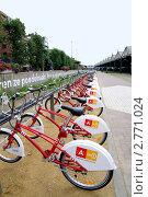 Стоянка велосипедов (2011 год). Редакционное фото, фотограф Илюхина Наталья / Фотобанк Лори