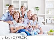 Купить «Счастливая семья», фото № 2778296, снято 4 июня 2011 г. (c) Raev Denis / Фотобанк Лори