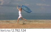 Купить «Женщина с парео на набережной», видеоролик № 2782124, снято 21 августа 2011 г. (c) Иван Полушкин / Фотобанк Лори