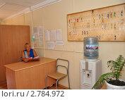 Купить «Комендант общежития на посту», фото № 2784972, снято 9 августа 2011 г. (c) Анна Мартынова / Фотобанк Лори