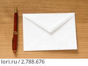 Купить «Конверт и ручка на столе», фото № 2788676, снято 20 ноября 2019 г. (c) Elnur / Фотобанк Лори