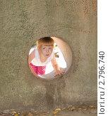 Купить «Ребенок заглядывает внутрь дольмена», фото № 2796740, снято 3 сентября 2011 г. (c) Олег Хархан / Фотобанк Лори