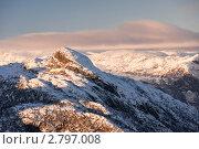 Купить «Заснеженные вершины гор», фото № 2797008, снято 17 ноября 2010 г. (c) Виталий Романович / Фотобанк Лори