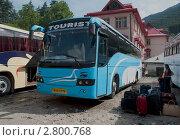 """Купить «Автобус """"Вольво"""" на автобусной станции города Манали. Северная Индия», фото № 2800768, снято 21 мая 2011 г. (c) Виктор Карасев / Фотобанк Лори"""
