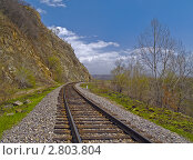 Купить «Железнодорожный путь у склона горы», фото № 2803804, снято 10 мая 2011 г. (c) Олег Рубик / Фотобанк Лори