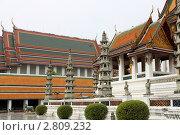 Купить «Внутренний двор храмового комплекса Ват Пхракео в Бангкоке (Тайланд)», фото № 2809232, снято 11 ноября 2010 г. (c) Хайрятдинов Ринат / Фотобанк Лори