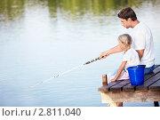 Отец с дочкой на рыбалке. Стоковое фото, фотограф Raev Denis / Фотобанк Лори