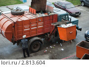 Купить «Вывоз мусора», фото № 2813604, снято 24 августа 2011 г. (c) Галина Лукьяненко / Фотобанк Лори