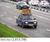 Купить «Автомобиль Жигули перевозит мебель на багажнике по проспекту Андропова. Москва», эксклюзивное фото № 2813748, снято 15 сентября 2011 г. (c) lana1501 / Фотобанк Лори