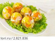 Купить «Яйца из заливного с креветками, морковью, кукурузой и зеленью», эксклюзивное фото № 2821836, снято 26 сентября 2011 г. (c) Александр Курлович / Фотобанк Лори