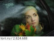 Купить «Девушка в автомобиле, а вокруг осенняя слякоть», фото № 2824688, снято 2 октября 2009 г. (c) Константин Сутягин / Фотобанк Лори