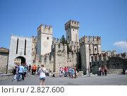 Замок на полуострове Сирмионе, Италия (2011 год). Редакционное фото, фотограф Стрельникова Татьяна / Фотобанк Лори