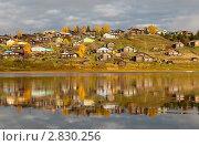 Большая деревня на холме над рекой, Республика  Коми, Север России. Стоковое фото, фотограф Алексей Зарубин / Фотобанк Лори