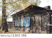 Купить «Деревянный дом со ставнями на улице Иркутска», фото № 2831184, снято 24 сентября 2011 г. (c) Юлия Батурина / Фотобанк Лори