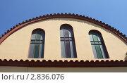 Купить «Геометрия православной греческой церкви. Фрагмент арки с окнами.», фото № 2836076, снято 13 июня 2011 г. (c) Маргарита Герм / Фотобанк Лори