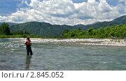 Рыба сходит с крючка. Стоковое видео, видеограф Андрей Воскресенский / Фотобанк Лори