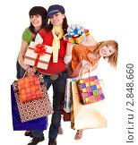 Купить «Группа девушек с подарками и торговыми пакетами», фото № 2848660, снято 24 апреля 2009 г. (c) Gennadiy Poznyakov / Фотобанк Лори