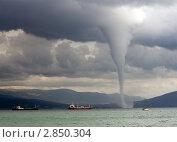 Купить «Смерч на побережье возле корабля», фото № 2850304, снято 12 сентября 2008 г. (c) Кирилл Путченко / Фотобанк Лори