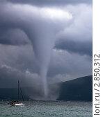 Купить «Смерч на побережье возле корабля», фото № 2850312, снято 12 сентября 2008 г. (c) Кирилл Путченко / Фотобанк Лори