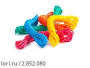 Купить «Разноцветные веревки на белом фоне», фото № 2852080, снято 8 июня 2011 г. (c) Elnur / Фотобанк Лори
