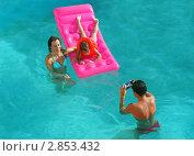 Семья в бассейне. Стоковое фото, фотограф Светлана Полушкина / Фотобанк Лори