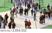 """Купить «Люди, гуляющие в парке """"Царицыно"""" в выходной день. Москва», видеоролик № 2854332, снято 8 октября 2011 г. (c) Сергей Лаврентьев / Фотобанк Лори"""